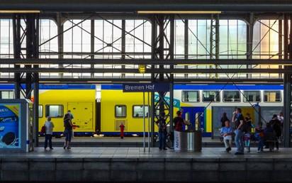 """Dank der Neuauflage des """"Sofortprogramms Bahnhöfe"""" der Deutschen Bahn (DB) und des Bundesministeriums für Verkehr und digitale Infrastruktur (BMVI) macht die Bahn ihre Bahnhöfe für alle Reisenden attraktiver – auch in Hamburg, Schleswig- Holstein, Bremen und Niedersachsen."""