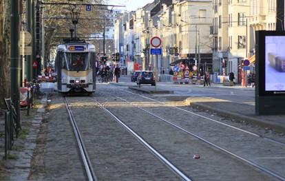 Die Vossloh-Tochterfirma Vossloh Cogifer KIHN SA wird dem Brüsseler Verkehrsbetrieb STIB (Société des Transports Intercommunaux de Bruxelles) in den nächsten zehn Jahren sämtlichen Bedarf an Straßenbahnweichen und Ersatzteilen decken.