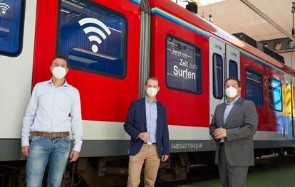 Fahrgäste, die mit der S-Bahn im Tunnel zwischen Frankfurt und Offenbach unterwegs sind, haben jetzt durchweg guten Mobilfunk-Empfang. Vodafone hat die gesamte knapp 6,5 Kilometer lange Tunnelstrecke zwischen Frankfurt Hauptbahnhof und Frankfurt Lokalbahnhof mit neuester, leistungsstarker Mobilfunktechnologie ausgestattet.
