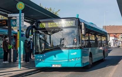 Ab Montag dem 10. Mai geht die Linie 40 als neue Buslinie für Bergen-Enkheim als dauerhaftes Angebot in Frankfurt am Main an den Start. Dies bedeutet: Die 40, die während der Sperrung der Wilhelmshöher Straße in Seckbach zunächst eine Ersatzfunktion eingenommen hat, behält traffiQ auch nach Beendigung der Bauarbeiten dauerhaft im Einsatz.