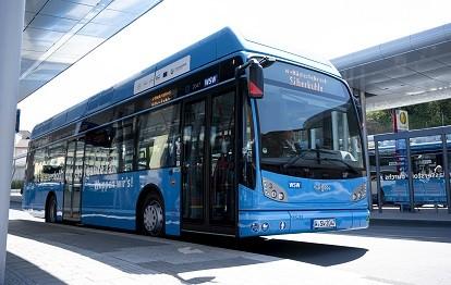 Die WSW mobil setzt seit einem Jahr Wasserstoffbusse im Wuppertaler ÖPNV ein. (Bild: WSW / Stefan Tesche-Hasenbach)