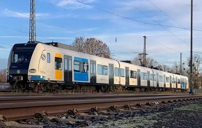 Zug der BR 423 im Großraum Stuttgart (Bild: Alstom / Dominik Schleuter)