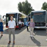 Erste serienreife E-Gelenkbusse für Hamburg