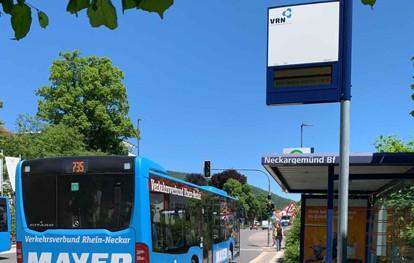 Im Rahmen der Digitalisierungsstrategie des Verkehrsverbundes Rhein-Neckar (VRN) im ÖPNV werden dynamische Fahrgastinformationsanzeiger (DFI) an verschiedenen Stationen im Zulauf auf die Städte Mannheim, Ludwigshafen und Heidelberg installiert. Durch die Echtzeitanzeige des bestehenden Verkehrsangebotes an den Zugangsstellen zu den Bussen & Bahnen erhalten die Nutzer ein aktuelles Bild von der Betriebslage.