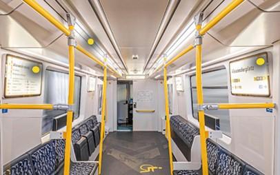 Der Schweizer Schienenfahrzeughersteller Stadler stattet alle neuen U-Bahnen für die Berliner Verkehrsbetriebe (BVG) mit den innovativen Fahrgastinformationssystemen von Luminator aus. Insgesamt bis zu 1.500 U-Bahn-Wagen der Baureihen J und JK umfasst der Rahmenvertrag, den die BVG mit Stadler geschlossen hat.