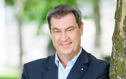 Der bayrische Ministerpräsident Markus Söder hob in einem Gespräch die Bedeutung des ÖPNV im ländlichen Raum neben dem Ausbau der Schiene für die Mobilitätswende hervor. Dies müsse vor der Bundestagswahl noch einmal zum Thema gemacht werden.