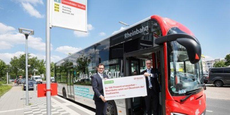 Die Bahnen und E-Busse der Rheinbahn fahren ab 2022 mit Ökostrom. Im Vergleich zu dem bisher eingesetzten Strom bedeutet das eine CO2-Minderung von 18.000 Tonnen jährlich.