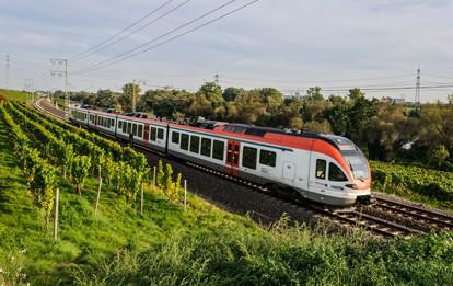 """Die Linie RB10 """"Rheingau-Linie"""" wird weiterhin von der VIAS GmbH betrieben. Die Linie führt von Frankfurt über Wiesbaden Hauptbahnhof, dem Rheingau und Koblenz nach Neuwied."""