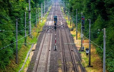 """Allianz pro Schiene warnt davor, dass die Bundesregierung mit ihrem """"Klimaschutz Sofortprogramm 2022"""" die Vorgaben des Klimaschutzgesetzes im Verkehrssektor verfehlen wird."""