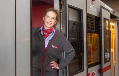 U-Bahn fahren als Nebenjob? Das ist bei den Wiener Linien möglich. Da das Öffi-Netz immer weiter wächst und das Angebot laufend ausgebaut wird, suchen die Wiener Linien auch während der Pandemie in vielen Bereichen neue Kollegen.