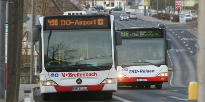 Ob Linienbus oder E-Wagen, ob Schienenersatzverkehr oder Sonderverkehr zum BVB: Wo DSW21 draufsteht, ist auch fast immer DSW21 drin. Ein knappes Viertel der Busfahrten in Dortmund und Castrop wird von Busunternehmen erbracht, die im Auftrag des Unternehmens fahren.