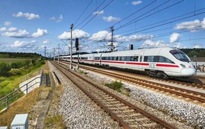 Die Halbjahresbilanz der Deutschen Bahn AG offenbart laut mofair erneut große Missstände, die es abzustellen gilt. Nur die Monopolrenditen des Netzes überdecken die gravierenden Schwächen des DB-Personenverkehrs.
