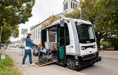 In Karlsruhe geht der autonome Shuttle-Verkehr in die Verlängerung: Die EVA-Shuttles im Stadtteil Weiherfeld-Dammerstock bieten nach Ablauf der regulären Probebetriebszeit im Juli noch an den Wochenenden ganztags Fahrten an.