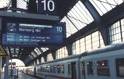 """Bei den beliebtesten Verkehrsmitteln steigt die Eisenbahn in der Gunst der Deutschen in einem insgesamt im Jahr 2020 geschrumpften Markt: Im letzten Jahr stieg die Nutzung der Bahn als Verkehrsmittel für Urlaubsreisen ab fünf Tagen Dauer von sechs auf sieben Prozent, dem höchsten Wert seit dem Jahr 2000. Zu diesem Ergebnis kommt eine vom Deutschen Reiseverband veröffentlichte repräsentative Erhebung aus der """"Reiseanalyse 2021""""."""