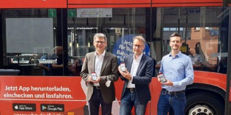 Ab sofort genügt ein Smartphone-Wisch in der FAIRTIQ-App, um noch bequemer Bus und Bahn im Gebiet des Verkehrsverbund Bremen/Niedersachsen GmbH (VBN) nutzen zu können. Fahrgäste können die Verkehrsmittel damit bargeldlos und ohne konventionellen Fahrkartenkauf nutzen – und sie sind dabei stets zum bestmöglichen Tagespreis unterwegs.