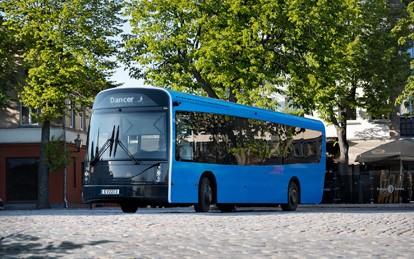 Das litauische Unternehmen UAB Vėjo projektai hat einen vollelektrischen Bus namens Dancer entwickelt, der nach Aussage des Unternehmens bereits jetzt die Leistungen konkurrierender elektrischer Stadtbusse übertrifft.