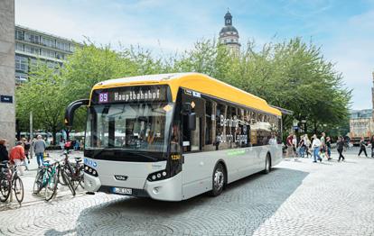 Insgesamt 21 Elektrobusse sollen auf drei Linien bei den Leipziger Verkehrsbetrieben noch in diesem Jahr an den Start gehen. Damit die neuen vollelektrischen Busse effizient und kostengünstig geladen werden, setzen die LVB auf das Lademanagementsystem des INIT Tochterunternehmens CarMedialab.