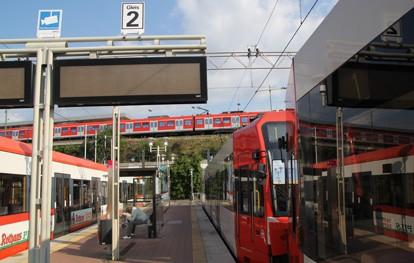 Die Datenbanken des öffentlichen Nahverkehrs beinhalten bereits vielfältige Informationen rund um die Mobilität. In Nordrhein-Westfalen existiert beispielsweise eine zentrale Anlaufstelle für die Daten des Linienverkehrs.