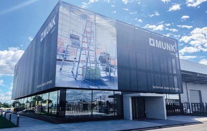 Die Günzburger Steigtechnik GmbH macht sich fit für die Zukunft. Unter dem Dach der Munk Group gibt sich das Unternehmen jetzt eine noch klarer ausdifferenzierte Firmenstruktur und macht deutlich: Es ist und bleibt in der Hand der Familie Munk.