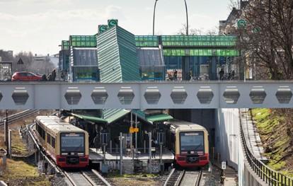 Die ersten neuen S-Bahnen für Berlin haben ihren Fahrgast-Probebetrieb erfolgreich absolviert. Seit dem 1. Januar fahren die zehn Vorserienzüge der Baureihe 483/484 die Strecke Spindlersfeld – Hermannstraße im sogenannten Fahrgastprobebetrieb.