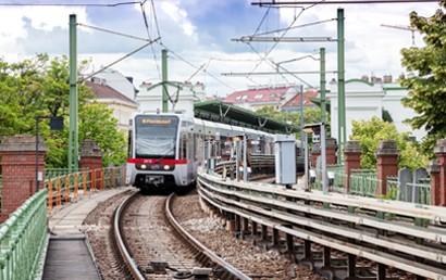 Die signaltechnische Überwachung der U6 – das sogenannte Zugbeeinflussungssystem – bekommt in den kommenden Jahren ein Update. Bis 2024 werden alle U6-Züge sowie die insgesamt 17,5 Kilometer lange Strecke entsprechend umgerüstet.