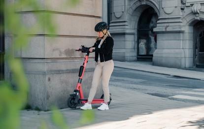 Mit dem Ziel, den gemeinsamen Zugang zu nachhaltigen Transportlösungen zu demokratisieren, schließen sich Voi und Google Maps zusammen. Ab sofort wird das eScooter-Angebot von Voi in mehr als 22 Städten auf Google Maps angezeigt