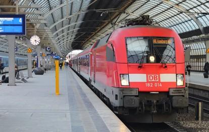 Die Gewerkschaft Deutscher Lokomotivführer (GDL) hat von der Deutschen Bahn (DB) am 11.9.2021 ein Angebot erhalten. Die GDL wird das Angebot bewerten und die Medienvertreter zu gegebener Zeit über die weiteren Schritte informieren.