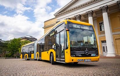 Das Darmstädter Verkehrsunternehmen HEAG mobilo will seine Busflotte bereits in vier Jahren zu nahezu 100Prozent elektrisch betreiben. Heute am 27.08.2021 wurde mit der offiziellen Indienststellung von 24 rein elektrisch betriebenen Mercedes-Benz Stadtbussen der erste große Schritt in diese Richtung gegangen.