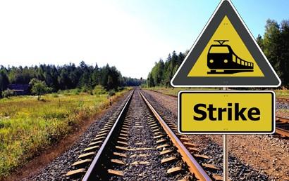 Die Lokführer wollen scheinbar wieder ihre Arbeit niederlegen. Eine Protestkundgebung am Dienstag (17.8.2021) sollte zunächst den Druck vor der Zentrale der Deutschen Bahn in Berlin aufbauen.