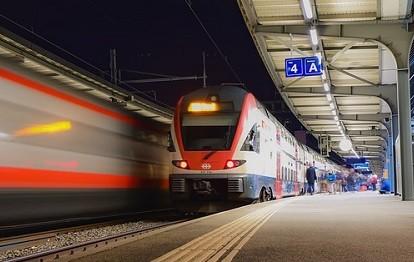 Bahnkunden müssen sich von Donnerstag an auf den bislang längsten Streik dieser Tarifrunde einstellen. Für fünf Tage will die Gewerkschaft Deutscher Lokomotivführer (GDL) den Bahnverkehr lahmlegen, wie ihr Vorsitzender, Claus Weselsky, am Montag in Frankfurt am Main sagte.
