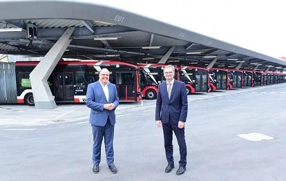 Auf dem Foto links VAG-Aufsichtsratschef Christian Vogel, rechts VAG-Vorstandsvorsitzender Josef Hasler (Bild: VAG / Claus Felix)