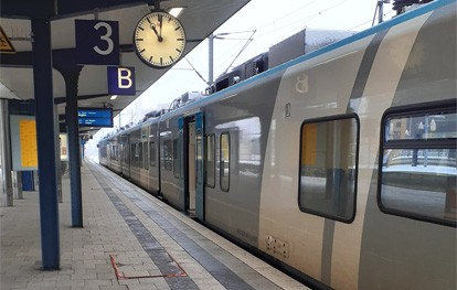 Mit dem Deutschland Abo-Upgrade können Abonnentinnen und Abonnenten des ÖPNV vom 13. bis 26. September 2021 den Nah- und Regionalverkehr mit Bus und Bahn bundesweit nutzen – und das ganz ohne weitere Kosten.