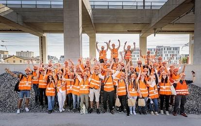 Rund 40 Studierende aus der ganzen Schweiz haben am ersten Railway Summer Camp einen Einblick in die Berufswelt der Eisenbahntechnik erhalten (Bild: VöV/Thomas Hodel)