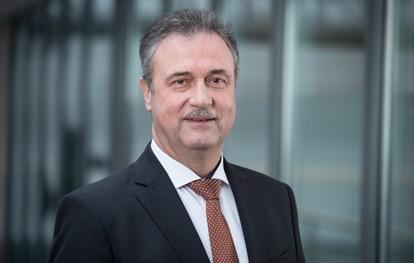 Der Tarifkonflikt zwischen der Gewerkschaft Deutscher Lokomotivführer (GDL) und der Deutschen Bahn (DB) ist beigelegt. In Berlin einigten sich die Tarifpartner auf einen Abschluss, der eine Vielzahl von Verbesserungen bei den Entgelt- und Arbeitszeitbedingungen der Beschäftigten enthält.