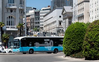 Die Madrider Stadtwerke Empresa Municipal de Transportes de Madrid (EMT) setzen die Elektrifizierung ihres Fuhrparks fort und beauftragen Irizar e-mobility zum vierten Mal mit der Lieferung von 30 weiteren Elektrobussen. Mit diesem jüngsten Auftrag wird EMT Madrid insgesamt über 85 emissionsfreie Busse der Marke Irizar verfügen.