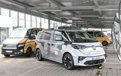 Hamburg soll europaweit die erste Stadt mit autonom fahrenden, vollelektrischen Sammeltaxis werden. Mit dem Sammeltaxi-Anbieter Moia habe die Hansestadt schon jetzt Europas größtes elektrifiziertes Ridesharing-Angebot, sagte Verkehrssenator Anjes Tjarks (Grüne).