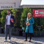 Wiener Linien präsentieren ersten begrünten Bauzaun