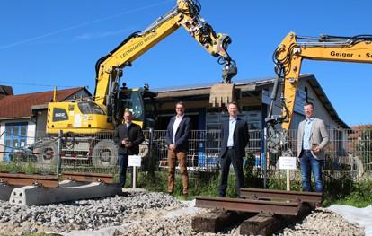 Die SWEG Schienenwege GmbH modernisiert in den Jahren 2021 bis 2025 Gleise und Eisenbahnbrücken auf den Bahnstrecken Hechingen – Gammertingen und Engstingen – Gammertingen. Die Gesamtlänge der erneuerten Gleisabschnitte beläuft sich auf rund 39 Kilometer.