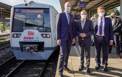 Die Deutsche Bahn (DB) und Siemens haben den weltweit ersten Zug entwickelt, der im Eisenbahnverkehr von allein fährt.