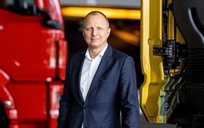 Der Aufsichtsrat der MAN Truck & Bus Deutschland GmbH unter Vorsitz von Andreas Tostmann, Vorsitzender des Vorstands MAN Truck & Bus SE, verlängerte die Bestellung von Christoph Huber zum Vorsitzenden der MAN Truck & Bus Deutschland GmbH vorzeitig um weitere drei Jahre bis 2025.