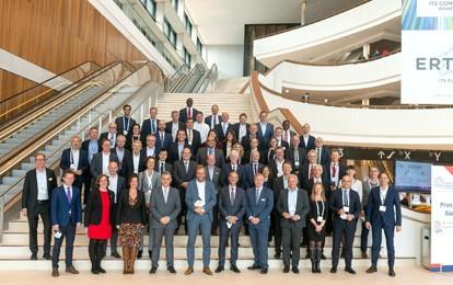 Mehr als 70 hochrangige Vertreterinnen und Vertreter aus Politik, Kommunen, Verwaltung und Wirtschaft aus über 20 Ländern trafen sich gestern zum ITS Summit auf dem Weltkongress in Hamburg.