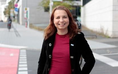 Welchen Beitrag das Rad zur Verkehrswende leisten kann, erforscht die Verkehrspsychologin Prof. Dr. Angela Francke künftig an der Universität Kassel. Sie besetzt dort ab 1. Oktober die neue Professur Radverkehr und Nahmobilität.