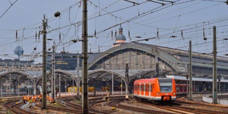 """Das BLKG priorisiert die Projekte """"Ausbaustrecke Aachen – Köln"""", """"S-Bahn-Netz Rheinisches Revier, Abschnitt Ost"""" und """"S-Bahn Köln, Köln – Mönchengladbach"""". Damit ist ein weiterer wichtiger Schritt zur Realisierung und zum Planungsstart der drei Infrastrukturprojekte getan."""