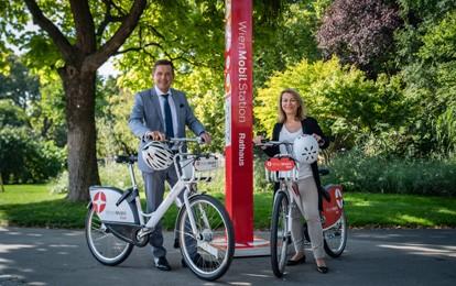Die Wiener Linien bringen die Wienerinnen und Wiener bald nicht nur auf Schienen oder vier Rädern, sondern auch auf 2 Rädern gut durch die Stadt. Und zwar mit dem Bikesharing-Dienst WienMobil Rad, der Citybike Wien ab nächstem Jahr ablöst.