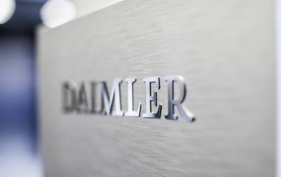 Die Aktionäre der Daimler AG haben auf der virtuellen außerordentlichen Hauptversammlung am 1. Oktober 2021 mit überragender Mehrheit eine Neuausrichtung des Unternehmens beschlossen. Für die Abspaltung des Lkw- und Bus-Geschäfts mit anschließendem Listing der Daimler Truck Holding AG als eigenständiges Unternehmen an der Frankfurter Wertpapierbörse sprachen sich 99,90% des bei der Beschlussfassung vertretenen Grundkapitals aus.